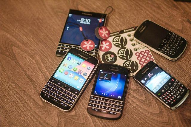 různé mobily