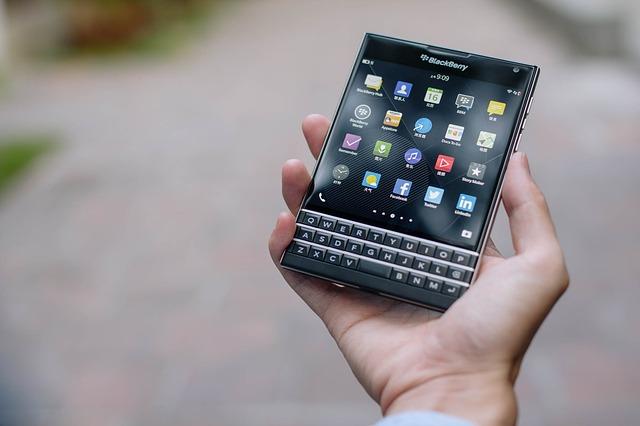 tlačítkový smartphone