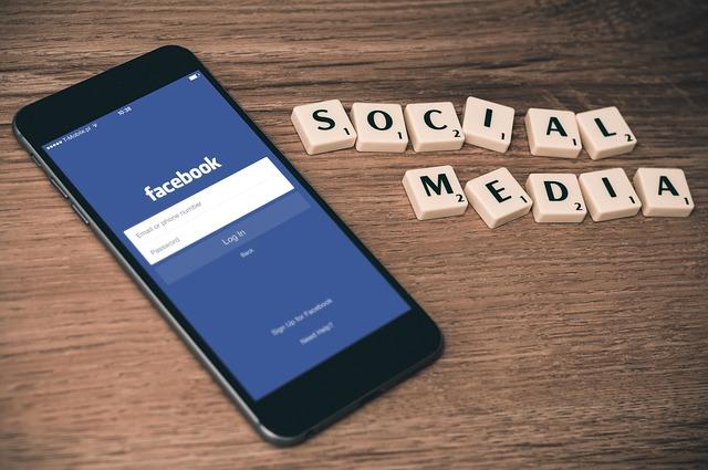 facebook na smartphone