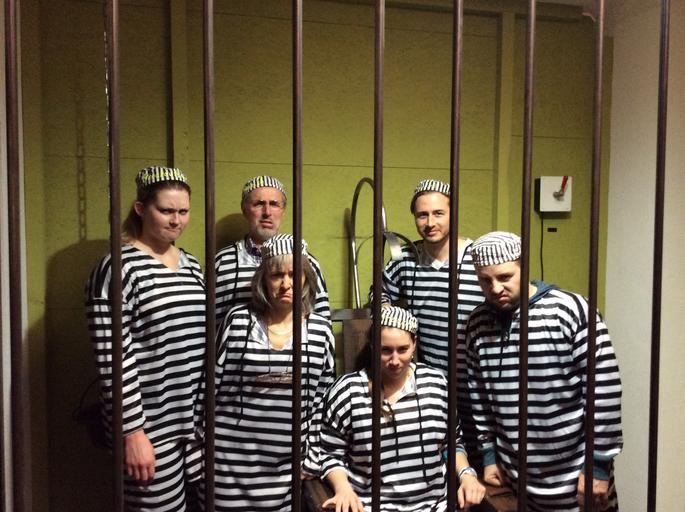 Vězni v cele
